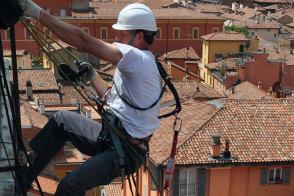 Analysis work, restoration and maintenance with rock climbers
